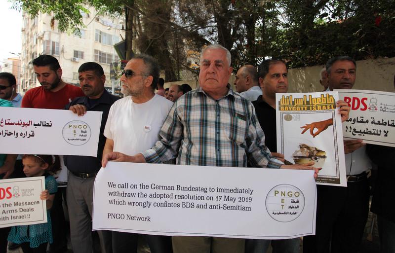 Les Palestiniens protestent contre l'attaque allemande contre le droit de boycotter l'apartheid israélien