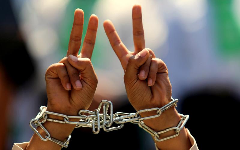 20 autres prisonniers palestiniens rejoignent des détenus administratifs en grève de la faim pour la liberté