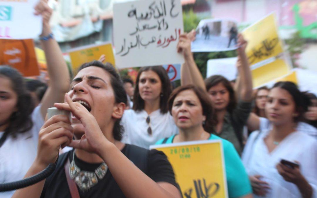 Des Palestiniennes en marche contre la violence domestique sont agressées par la police israélienne