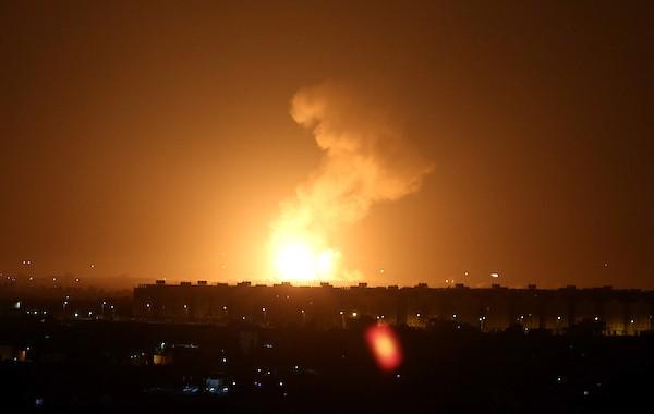 L'armée israélienne bombarde la bande de Gaza et assassine un Palestinien