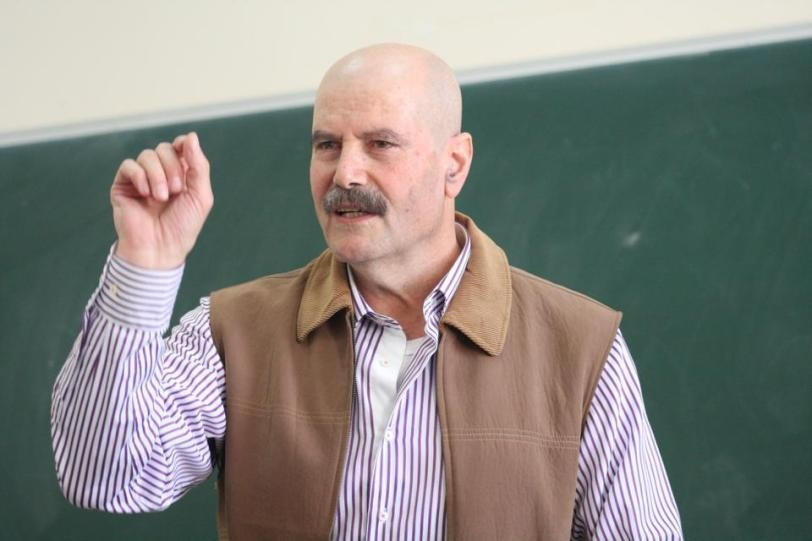 Israël emprisonne l'intellectuel palestinien Ahmed Qatamesh sans inculpation ni jugement