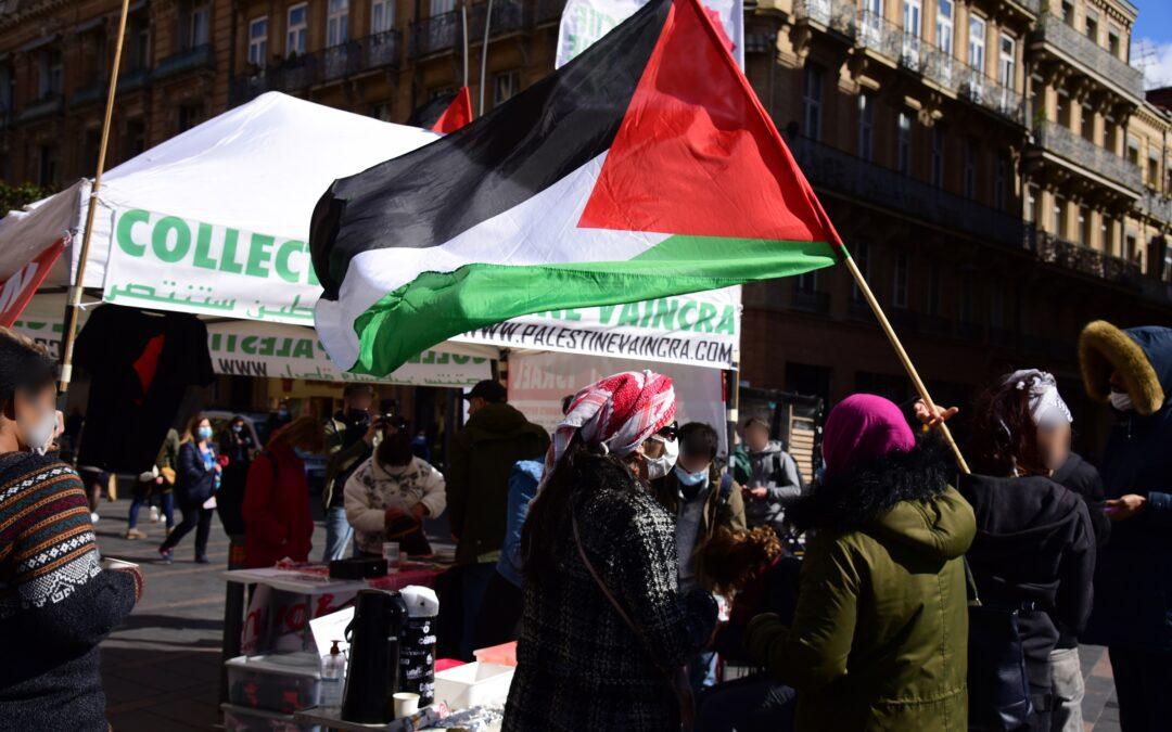 Au Capitole à Toulouse, franc succès du Stand Palestine en soutien aux étudiant·e·s palestinien·ne·s et au boycott d'Israël !